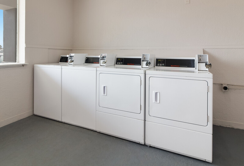 Red Roof Inn Galveston - Beachfront Guest Coin Laundry Facility