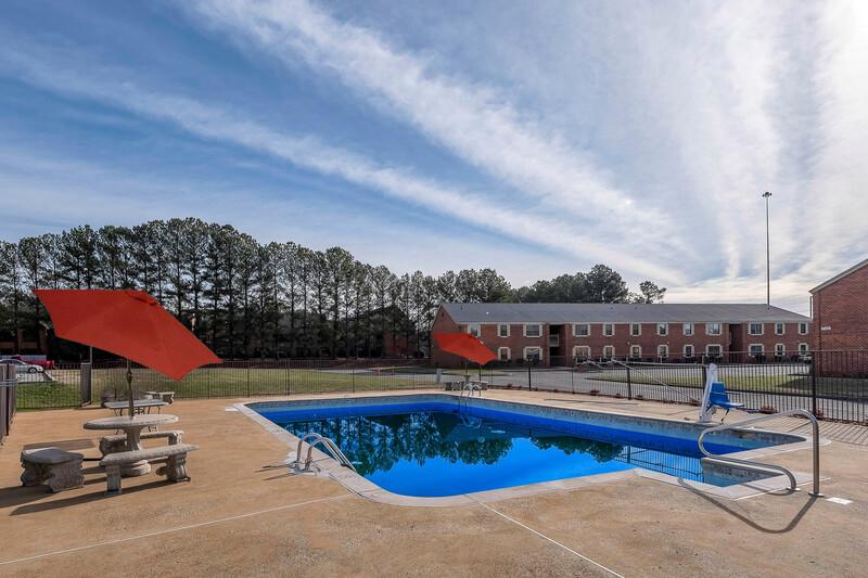 Red Roof PLUS+ Huntsville - Madison Pool