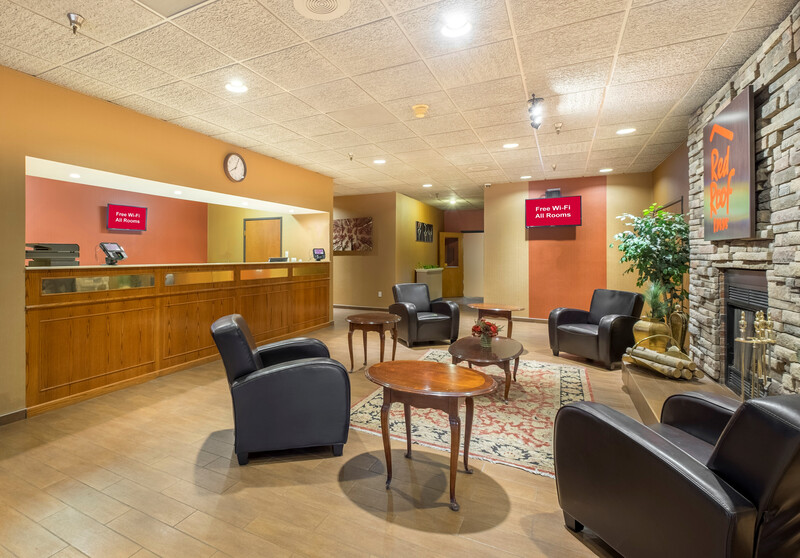 Red Roof Inn Fulton Front Desk and Lobby Sitting Area Image Details