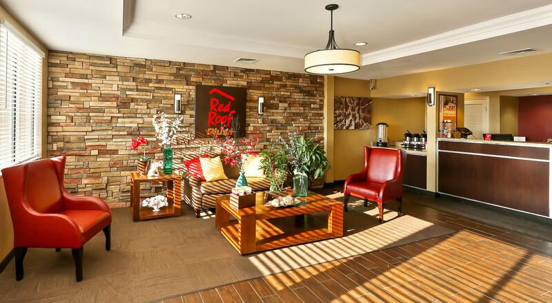 Red Roof PLUS+ Washington DC - Rockville Lobby Sitting Area
