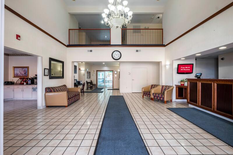 Red Roof Inn St Robert - Ft Leonard Wood Front Desk and Lobby Area