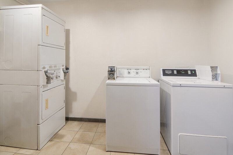 Red Roof Inn Fort Worth South Guest Coin Laundry Facility Image
