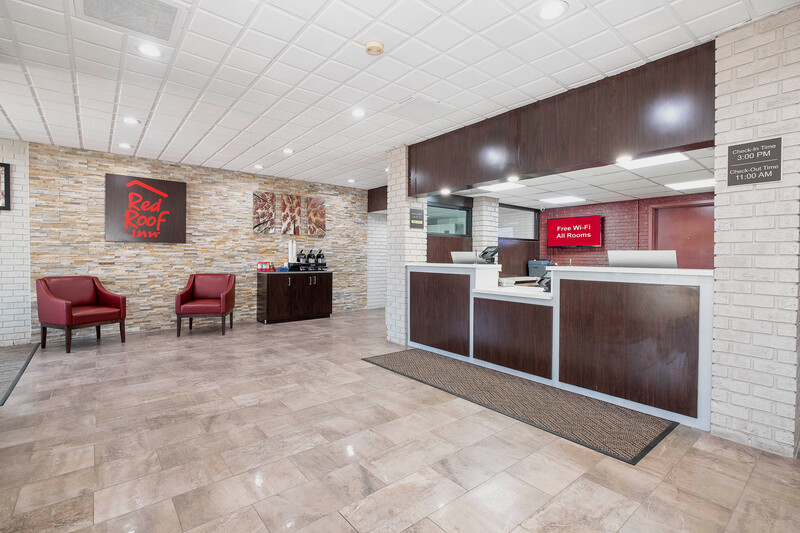 Red Roof Inn Roanoke Rapids Front Desk and Lobby Sitting Area
