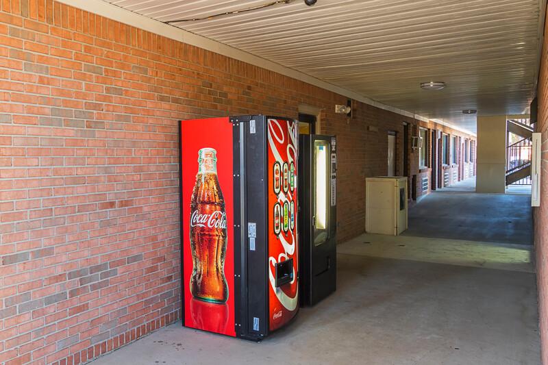 Red Roof Inn & Suites Scottsboro Vending Image