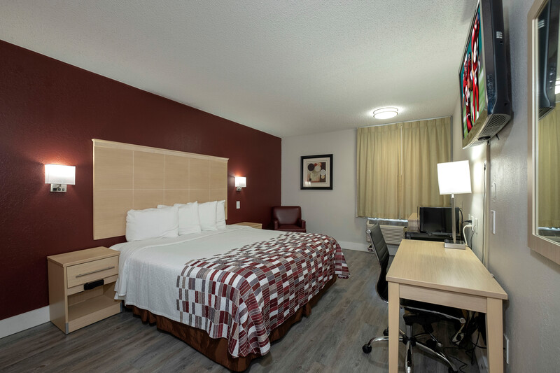 Red Roof Inn Raleigh - Crabtree Valley Superior King Room