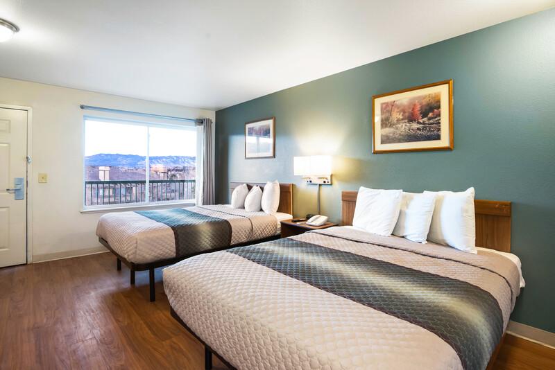 HomeTowne Studios Colorado Springs - Airport 2 Queen Beds
