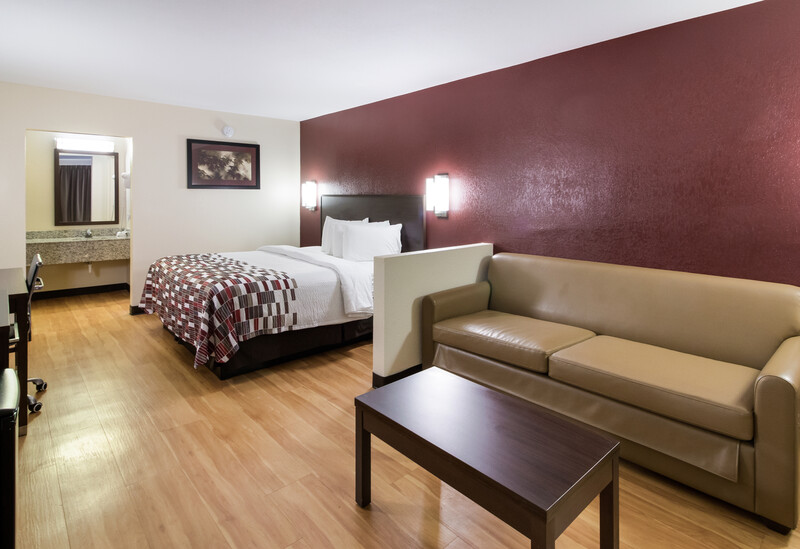 Red Roof Inn & Suites Commerce Suite King Room Image