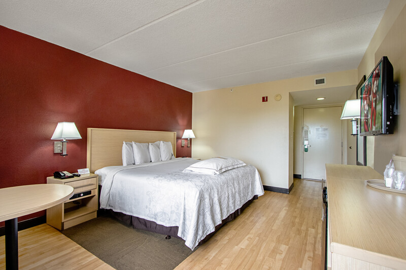 Red Roof PLUS+ West Palm Beach Premium King Bed Image