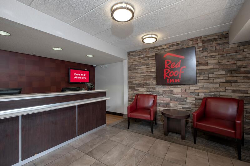 Red Roof Inn Washington DC - Lanham Front Desk and Lobby