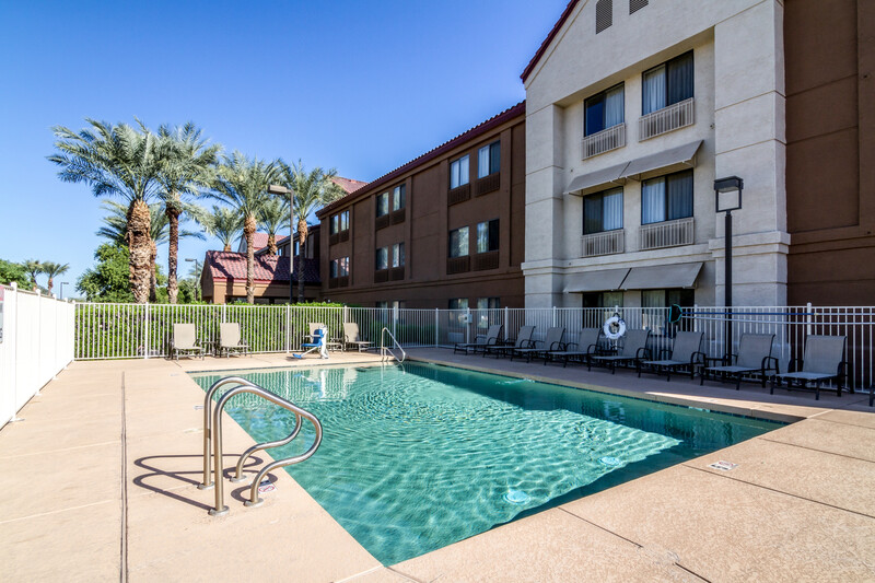 Red Roof PLUS+ Tempe - Phoenix Airport Outdoor Swimming Pool