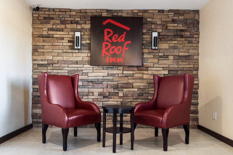 Red Roof Inn Anderson, IN Lobby Sitting Area Image