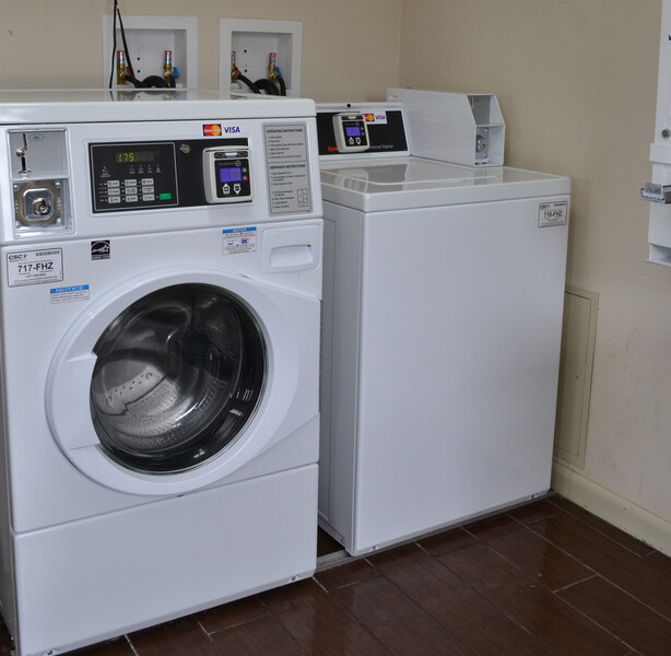 Red Roof Inn Elkhart Guest Coin Laundry Facility Image Details