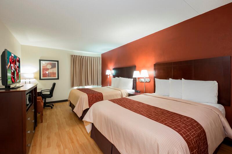 Red Roof Inn & Suites Cincinnati North - Mason Deluxe Double Bed Room