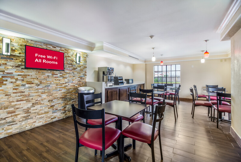 Red Roof Inn Houston East - I-10 Free Coffee Sitting Area Image