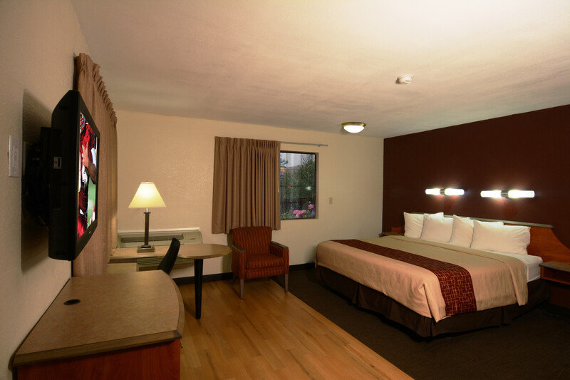 Red Roof Inn San Dimas - Fairplex Single King Bed Room Image
