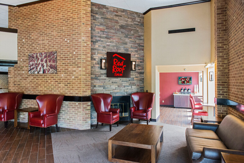 Red Roof Inn Raleigh Southwest - Cary Lobby and Sitting Area Image
