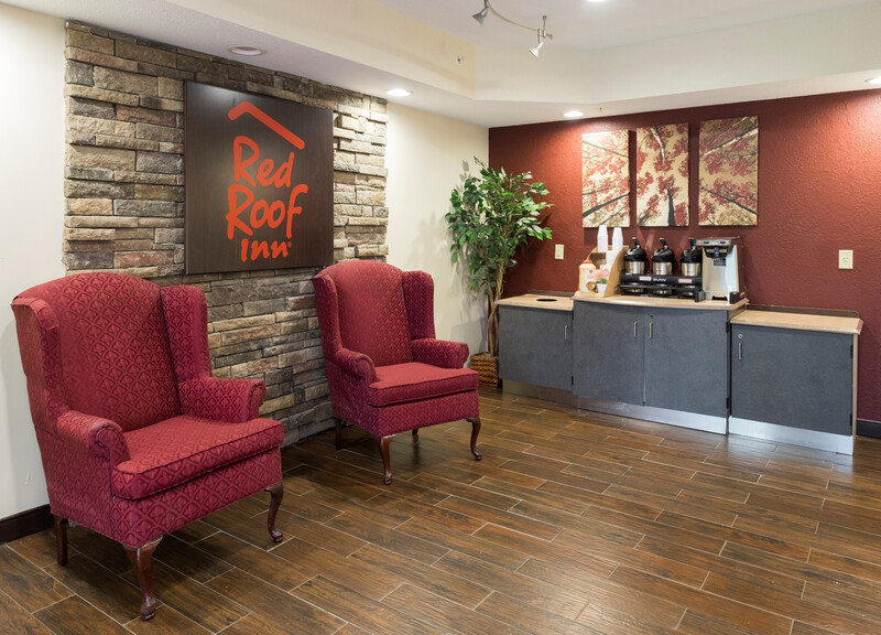 Red Roof Inn Glens Falls - Lake George Front Desk and Lobby Area
