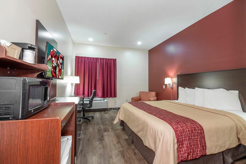 Red Roof Inn & Suites Jackson - Brandon Single King Room Image