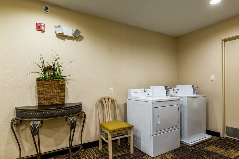 Red Roof Inn Georgetown Guest Coin Laundry Facility Image