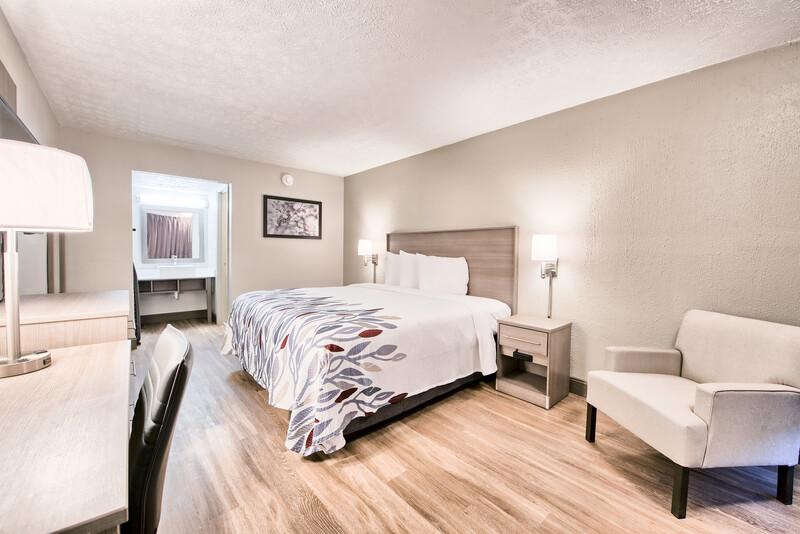 Red Roof Inn Dayton - Moraine/U of Dayton Single King Room Image