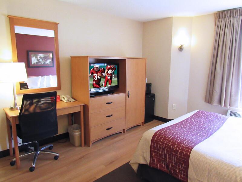 Red Roof Inn Fargo - I-94/Medical Center hotel room