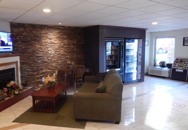Red Roof Inn Harrisonburg, VA Lobby Sitting Area Image