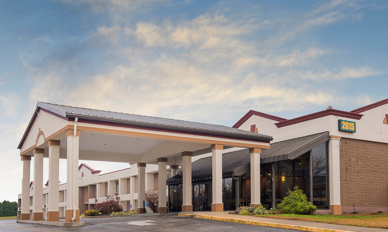Red Roof Inn & Suites Mt Holly - McGuire AFB exterior