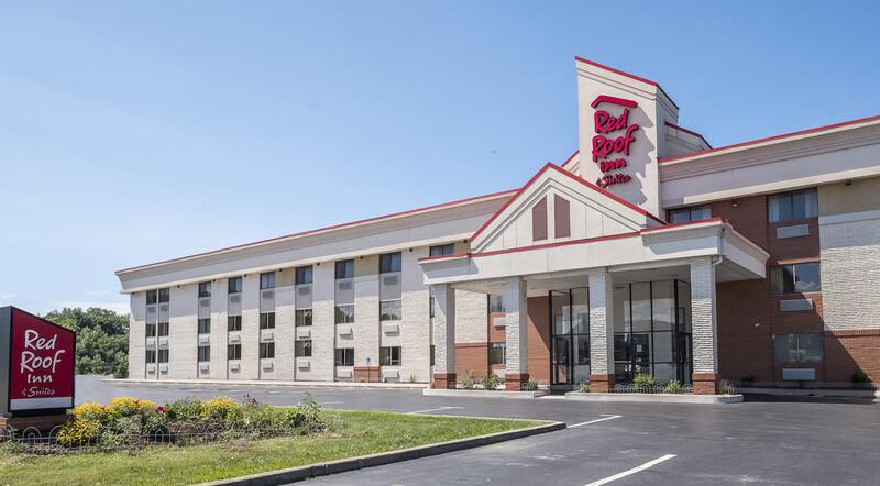 Red Roof Inn & Suites Elyria exterior