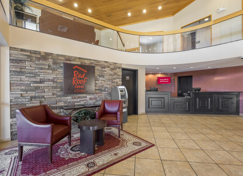 Red Roof Inn & Suites Cincinnati North - Mason Front Desk and Lobby