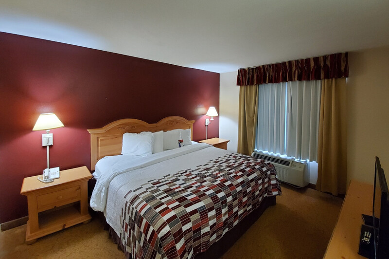Red Roof Inn & Suites Manchester, TN Single King Room Image