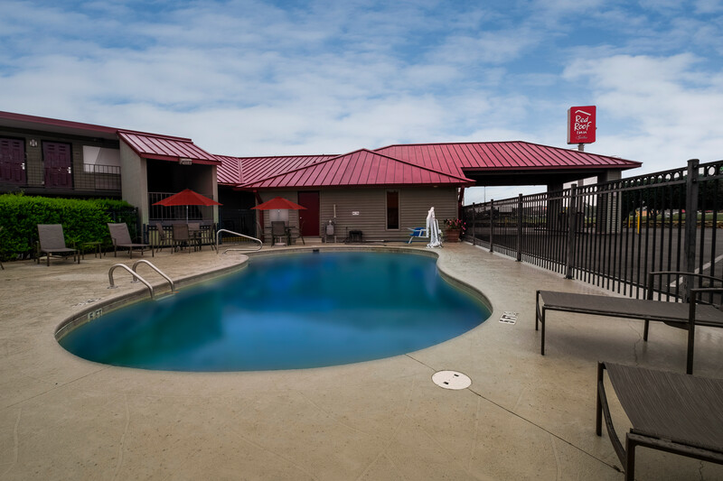 Red Roof Inn & Suites Dothan Single King Room Image