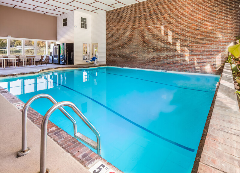 Red Roof Inn Chattanooga - Lookout Mountain Indoor Swimming Pool