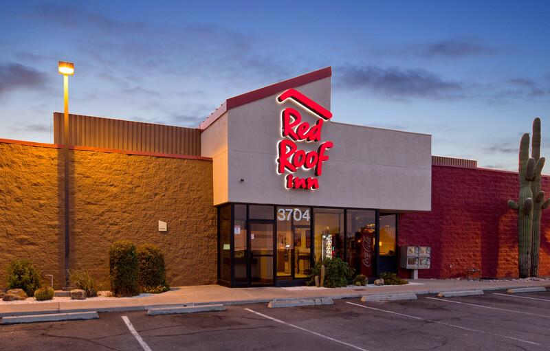 Red Roof Inn Tucson South - Airport Property Exterior Night Image