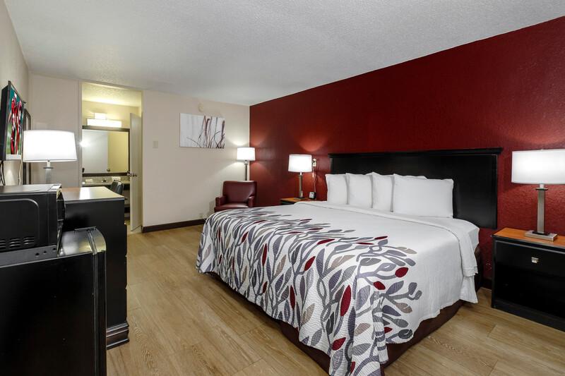 Red Roof Inn Hot Springs King Bed Room Image