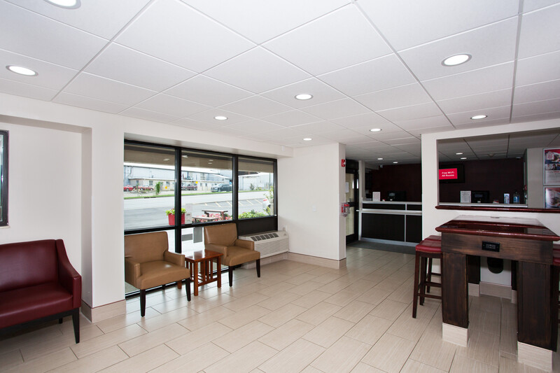 Red Roof PLUS+ Nashville Fairgrounds Lobby Sitting Area Image