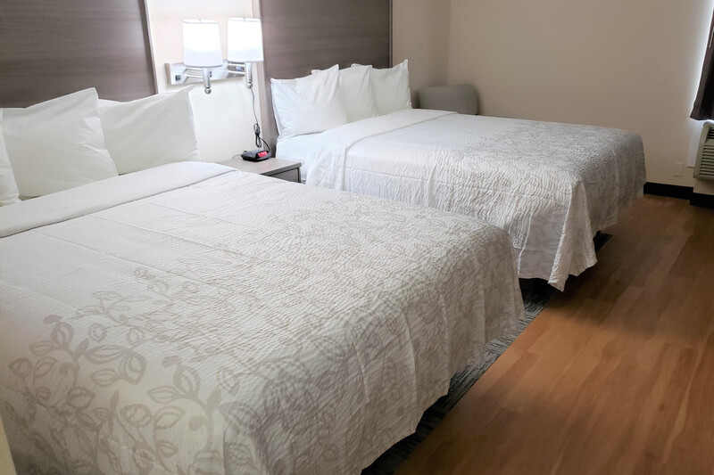 Red Roof Inn Moss Point Deluxe Double Room Image