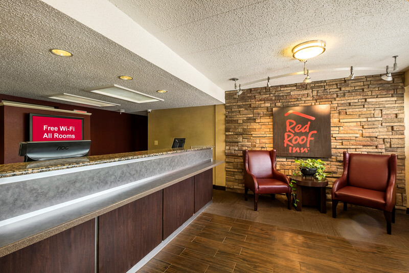 Red Roof Inn Tinton Falls - Jersey Shore Front Desk and Lobby Image