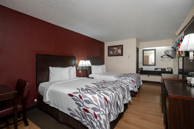 Red Roof Inn Champaign - University Deluxe Double Room Room