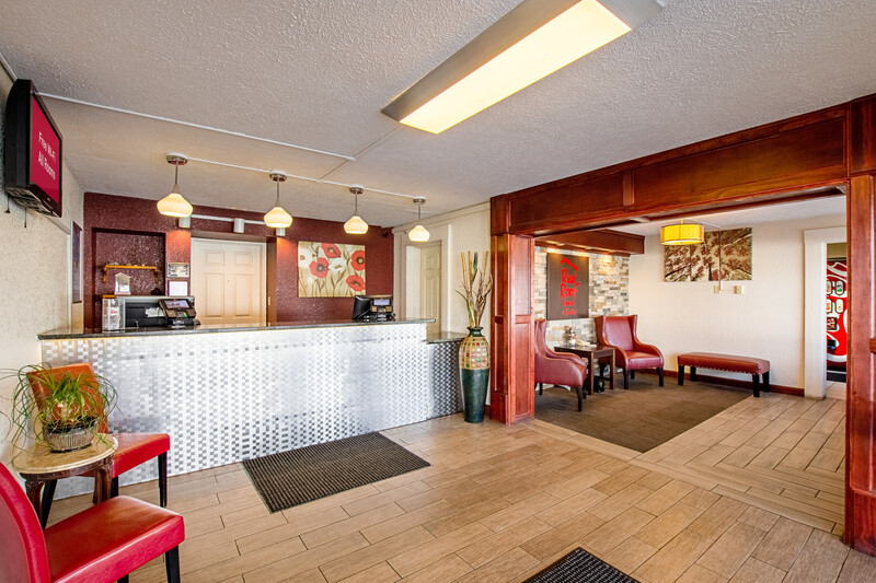 Red Roof Inn & Suites Battle Creek Front Desk and Lobby