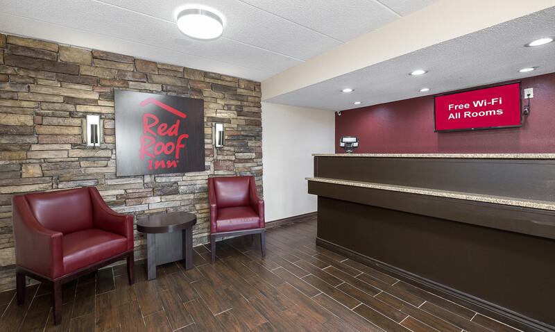 Red Roof Inn Cincinnati East - Beechmont Front Desk and Lobby Image