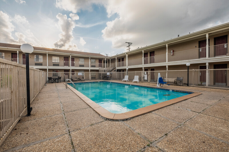 Red Roof Inn Morgan City Outdoor Swimming Pool Image