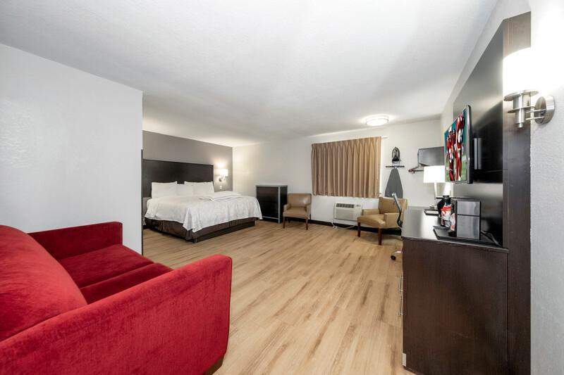 Red Roof PLUS+ Huntsville Premium King Room Image