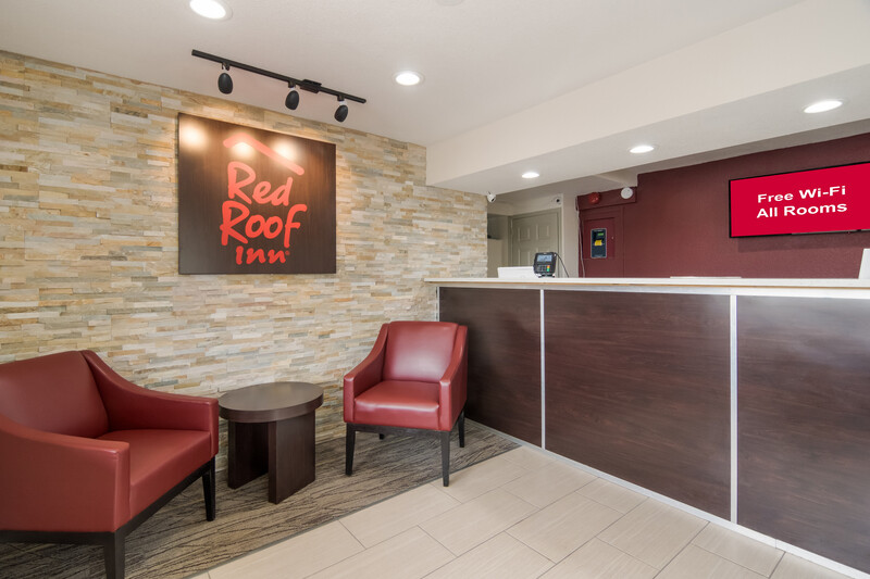 Red Roof Inn Fort Worth South Front Desk and Lobby Image