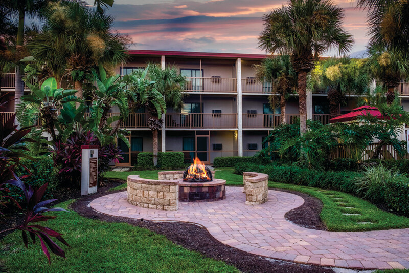 Red Roof PLUS+ & Suites Naples Downtown-5th Ave S - Fire Pit (1)