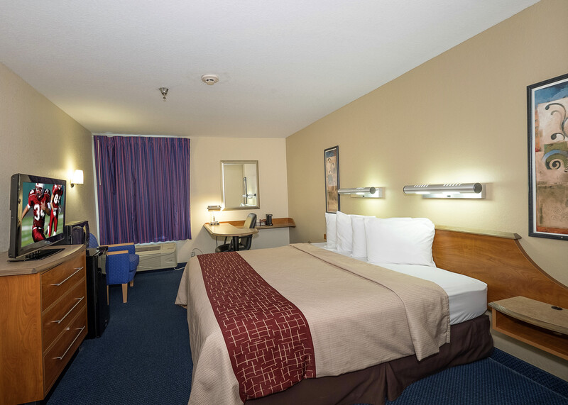 Red Roof Inn Jackson, OH Single King Room Image