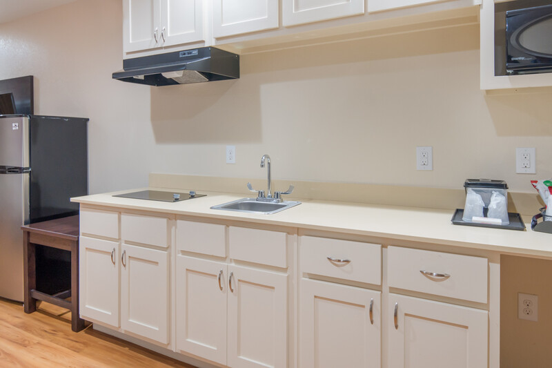 Red Roof PLUS+ Fort Worth - Burleson Kitchenette Room Image