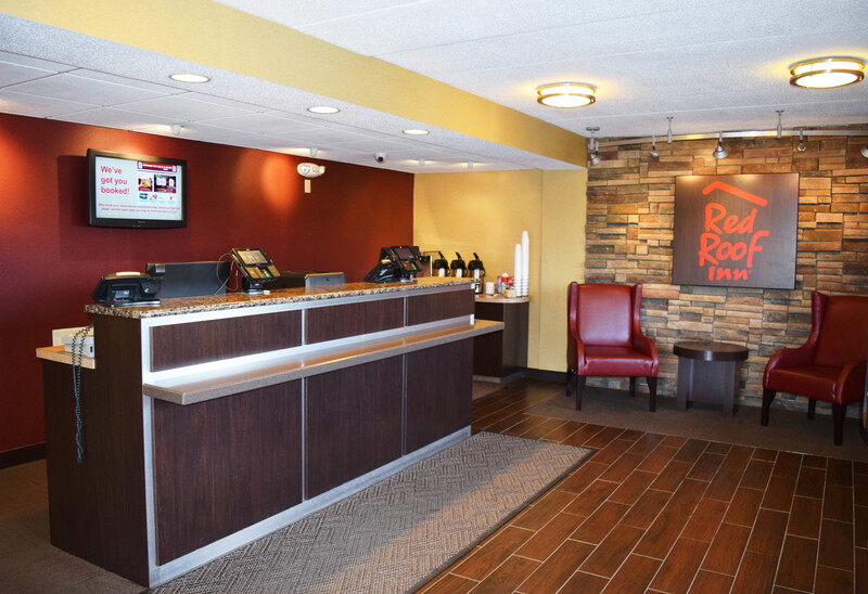Red Roof Inn St Clairsville - Wheeling West Front Desk and Lobby Image