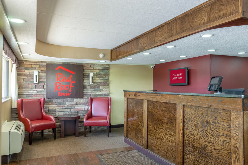 Red Roof Inn Kalamazoo East - Expo Center Front Desk and Lobby Image