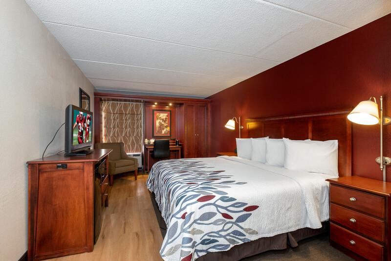 Red Roof Inn Meriden, CT Single King Room Image