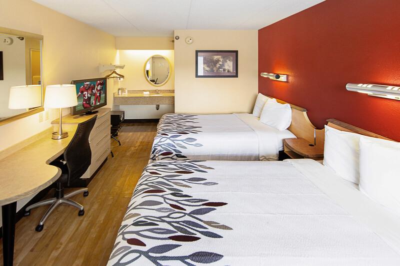 Red Roof Inn Charleston West - Hurricane, WV Deluxe Double Room